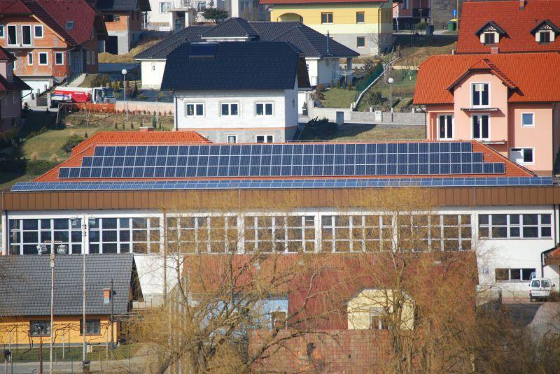 Mala sončna elektrarna na telovadnici Voličina 4
