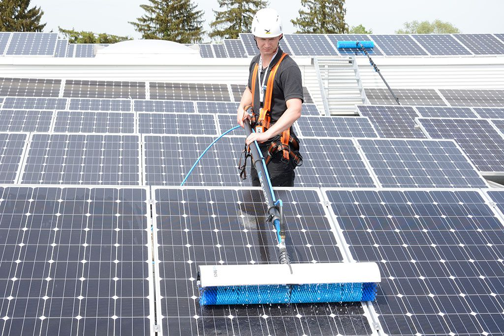 čiščenje sončne elektrarne dvakrat letno