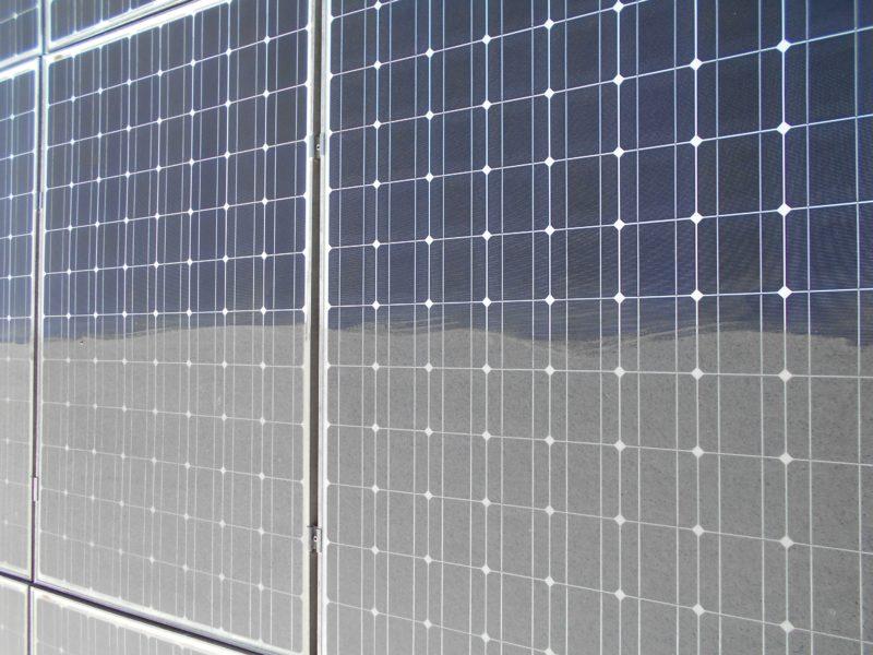 razlika-po-čiščenju-sončne-elektrarne
