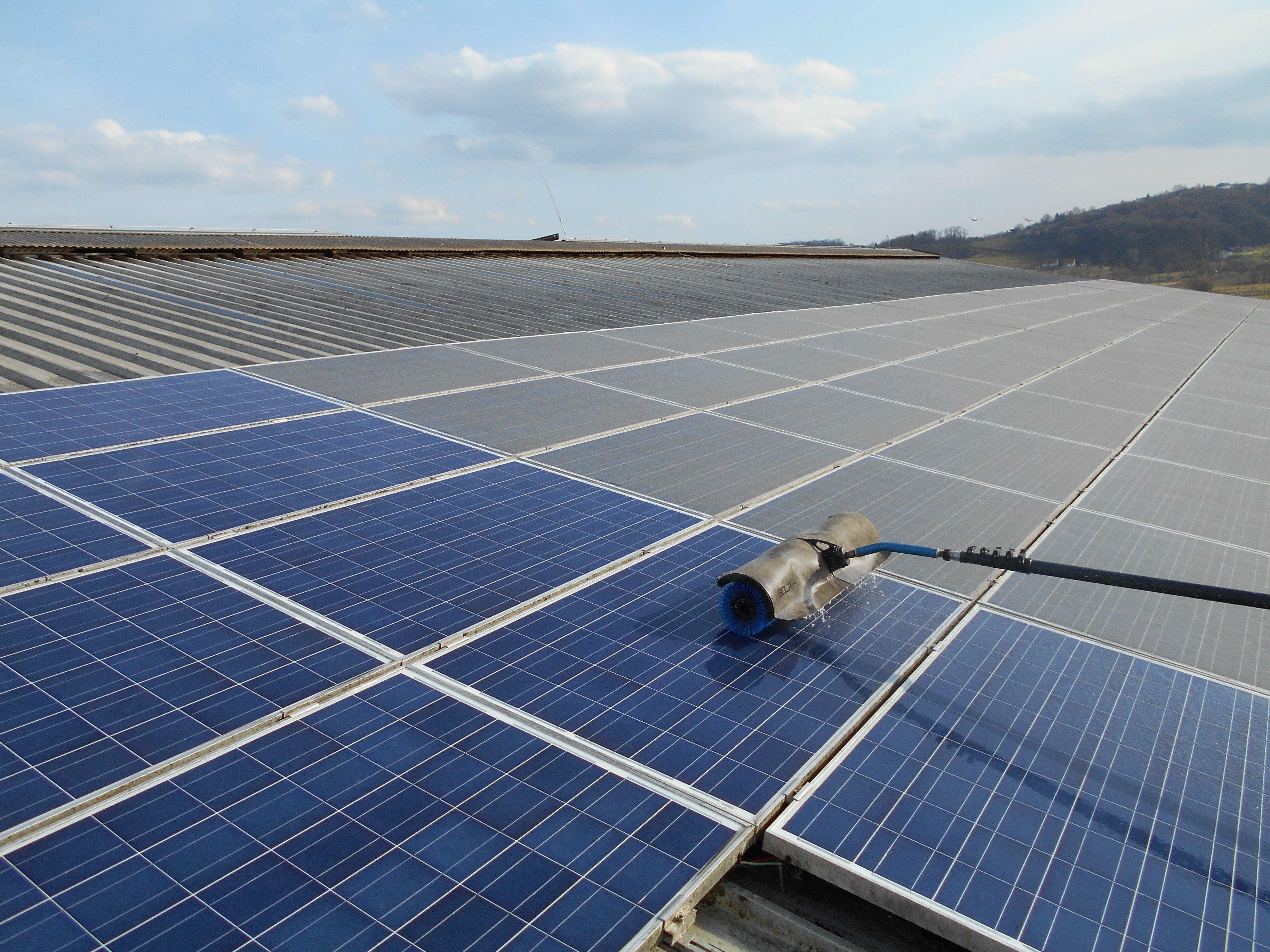 storitve-čiščenje-sončne-elektrarne