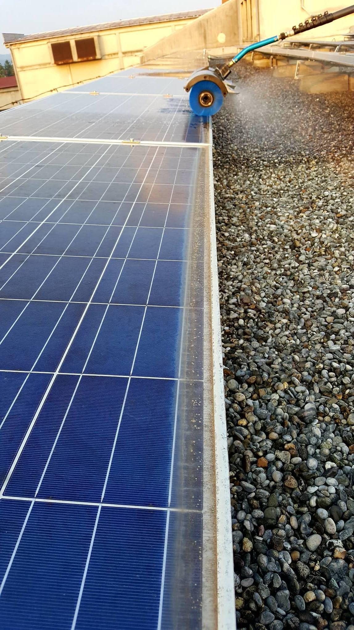 pranje sončnih elektrarn